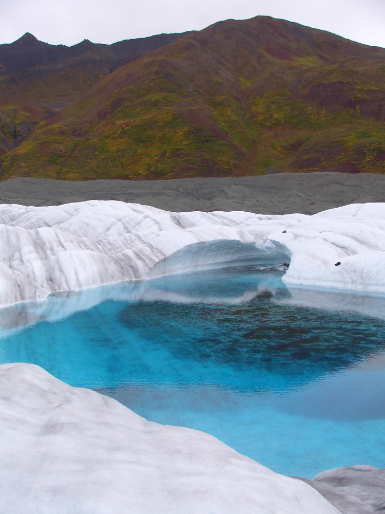 Blue pool on glaceir