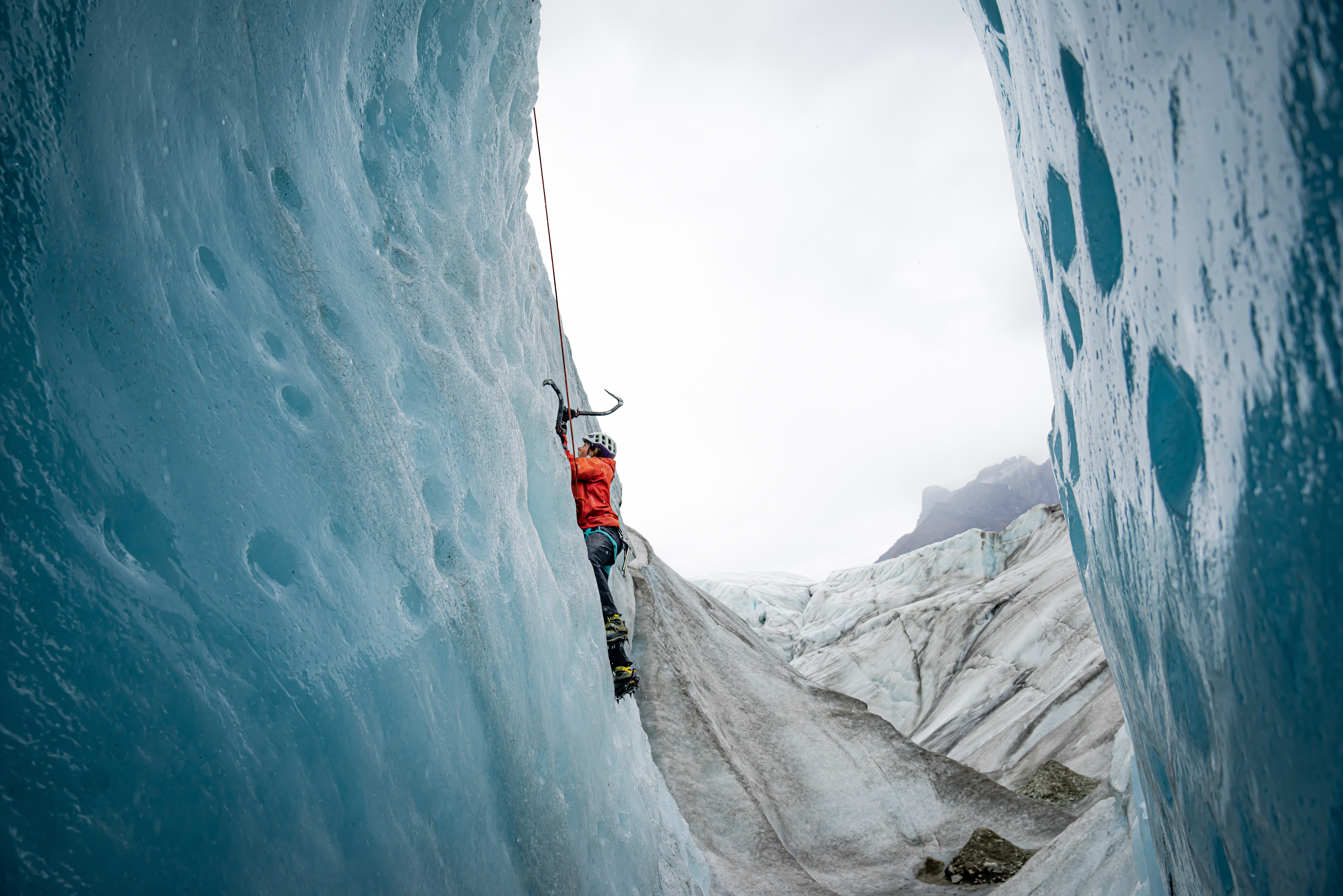 Climbing-in-Cave