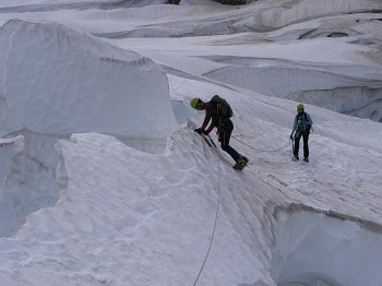 glacier travel and ice climbing course